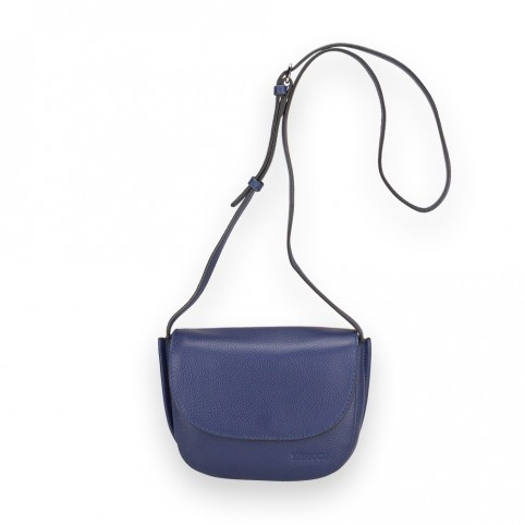 Bolso modelo mini bandolera con solapa